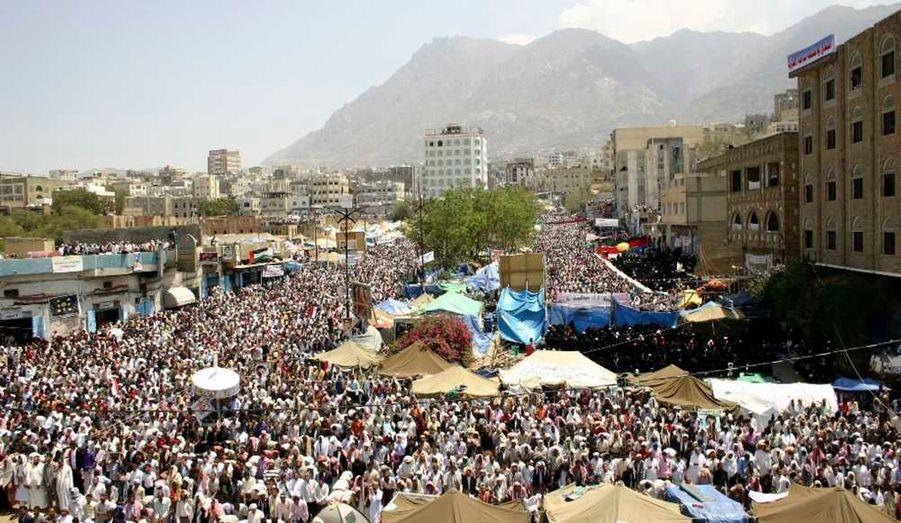 Le président du Yémen a appelé à un «Vendredi de la paix», pour répliquer au «Jour du départ» organisé par l'opposition. Ali Abdallah Saleh a accusé les manifestants d'être manipulés, et promis à son peuple d'exaucer son souhait de réformes. Il se dit même prêt à céder les rênes, sous plusieurs conditions.