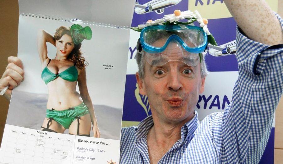 Michael O'Leary, lePDG de la compagnie low-cost Ryanair, a dévoilé à la presse le calendrier 2012 de sa compagnie lors d'une conférence à Bruxelles.