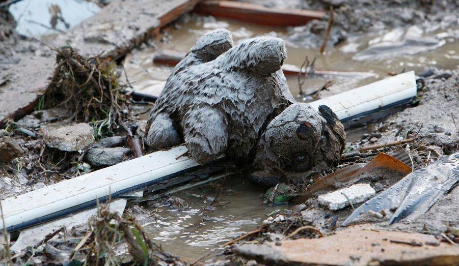 Trois personnes sont mortes dans le nord-est de la Sicile à la suite d'inondations et de coulées de boue, ont annoncé mercredi les autorités italiennes. Parmi les victimes, un garçonnet de dix ans.