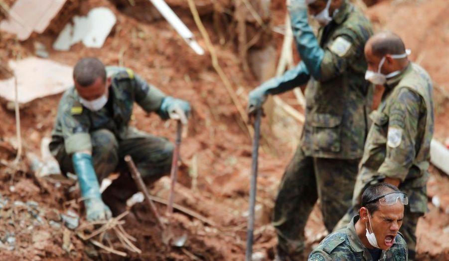 Plus d'une centaine de personnes sont encore portées disparues après les inondations dévastatrices de mercredi dernier. Le bilan de 640 morts pourrait s'alourdir dans les jours à venir.