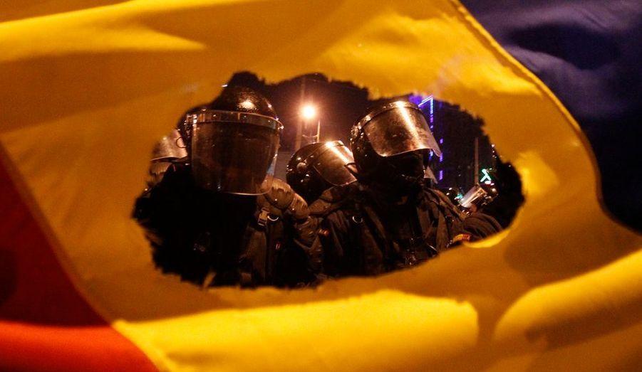 Le peuple roumain ne décolère pas après l'annonce d'un nouveau plan d'austérité gouvernementale. Les forces de l'ordre sont intervenus à proximité de l'université de Bucarest pour éviter les débordements.