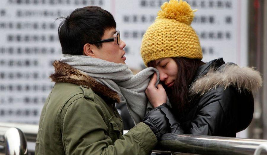 Une jeune femme chinoise sèche ses larmes à la gare de Pékin. Le 19 janvier prenait fin la semaine du Nouvel An chinois, ou le Festival du printemps, l'une des deux semaines de vacances des Chinois et souvent le théâtre d'importantes migrations internes. Près de 200 millions de personnes devraient prendre le train lors de cette période.