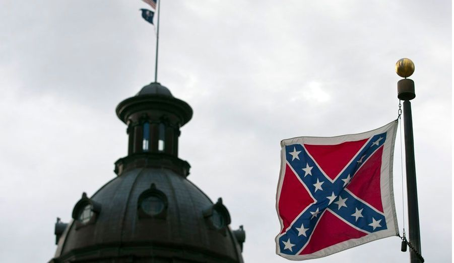 Le drapeau des Etats confédérés de la Guerre de sécession flotte, encore aujourd'hui, près du parlement de Caroline du Sud. Ce symbole des forces esclavagistes, fréquemment contesté, est remis sur le tapis au lendemain du Martin Luther King Day, lundi, et alors qu'approche la primaire républicaine dans cet Etat du Sud des Etats-Unis, samedi.