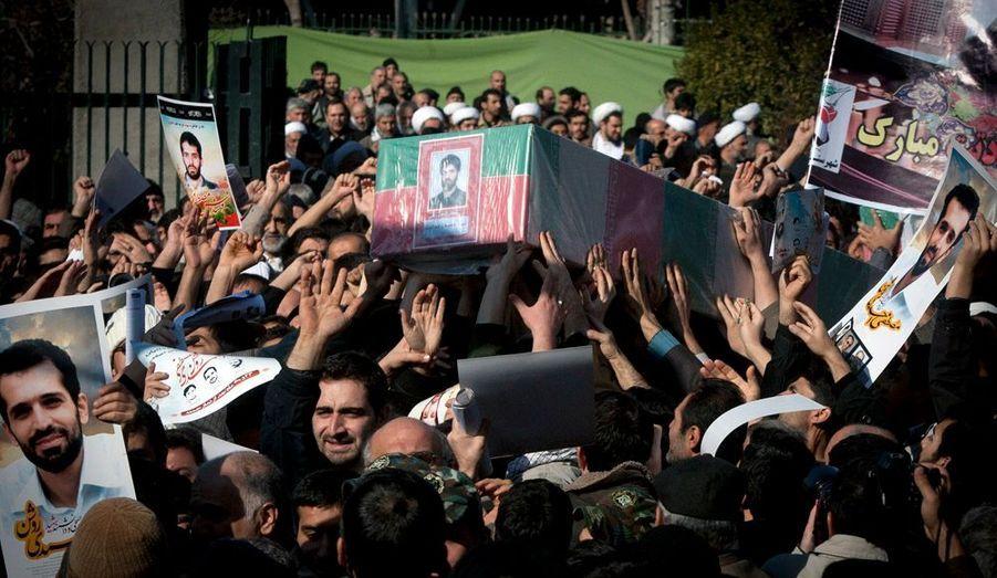 Les funérailles à Téhéran du scientifique iranien Mostafa Ahmadi-Roshan, qui pourrait avoir été tué par le Mossad.
