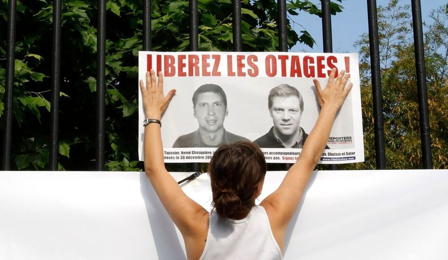 Il y a aujourd'hui 300 jours que les journalistes de France 3 Hervé Ghesquière et Stéphane Taponier ont été enlevés en Afghanistan avec leurs accompagnateurs. A cette occasion, un concert de soutien gratuit est organisé ce lundi soir au Zénith de Paris. Les billets peuvent être retirés dans tous les magasins Fnac de France. Parmi les artistes à l'affiche figurent Zazie, Amel Bent, Jean-Louis Aubert, ou encore I AM.hervé