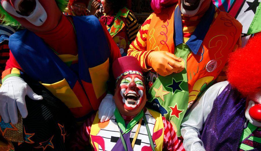 Des clowns ont ri pendant quinze minutes durant un rallye pour la paix organisé à Mexico. La convention qui a débutée le 22 octobre se termine ce jeudi.