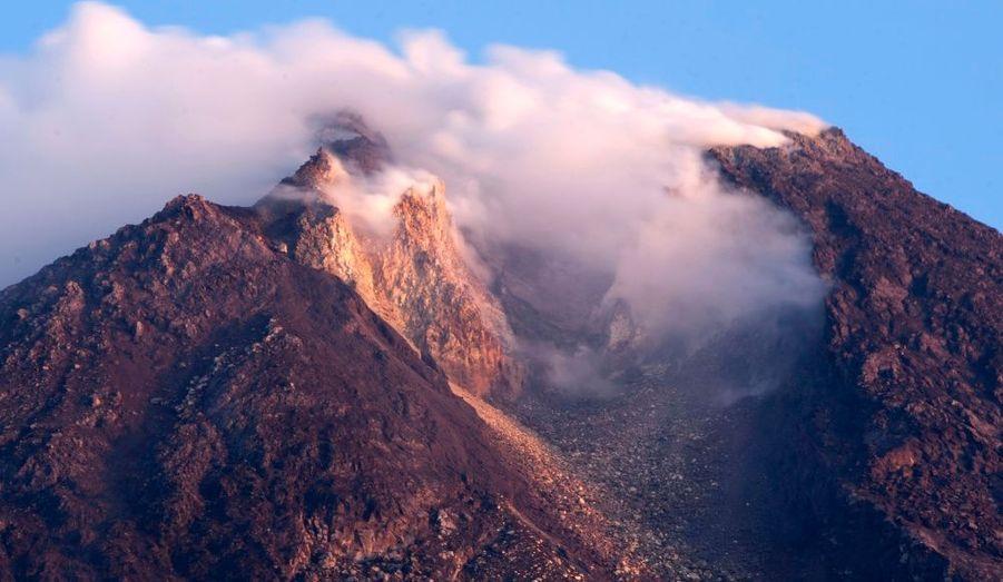 En Indonésie, les autorités ont fait évacuer près de 11 000 personnes en raison du risque élevé d'éruption du volcan Merapi, sur l'île de Java.