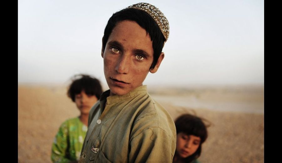 Des enfants afghans, près de la ville de Kunjak dans la province de Helmand, au sud du pays.