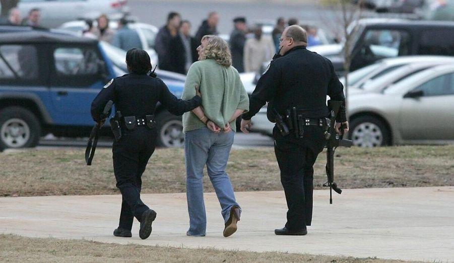 Trois morts et trois blessés dont deux graves. C'est le terrible bilan humain d'une fusillade qui a éclaté vendredi en la faculté de biologie de l'université d'Alabama, à Huntsville.