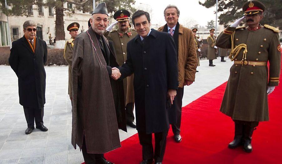 Le chef du gouvernement effectue aujourd'hui une visite éclaire en Afghanistan, deux jours après que le 40e soldat français a perdu la vie dans le pays.