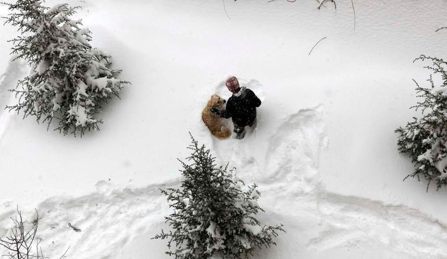 La capitale turque, Ankara, s'habille d'un manteau blanc après deux jours de chutes de neige ininterrompues. Le trafic a été très perturbé par ces intempéries.