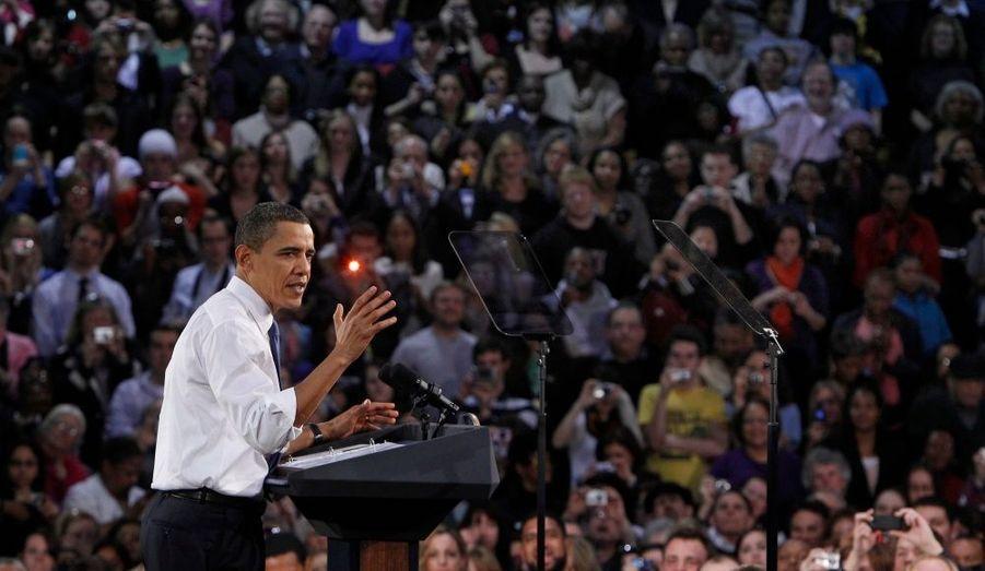 Le président américain Barack Obama a lancé aujourd'hui un nouvel assaut contre l'augmentation des tarifs des compagnies d'assurances, qui répond à une nouvelle tentative pour obtenir le maximum de soutiens en vue de l'adoption de sa réforme pour la santé.