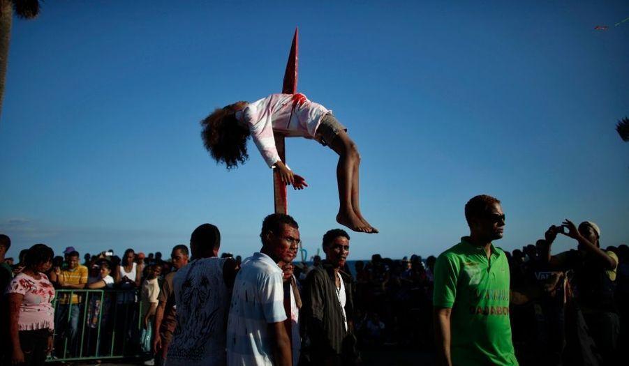 Image spectaculaire du dernier jour du carnaval de Saint-Domingue, en République dominicaine.