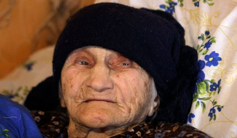 Antisa Khvichava, une géorgienne qui vit actuellement à Sachino dans la Caucase avec toute sa famille, serait âgée de 130 ans. Néanmoins, l'authenticité des papiers de la veille dame qui dit être née en 1880, sont toujours en cours de vérification.