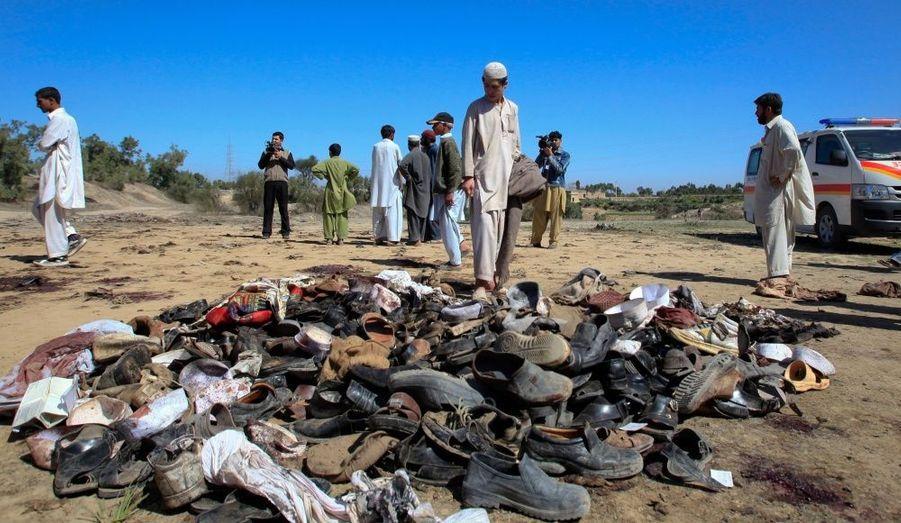 Un kamikaze taliban s'est fait exploser mercredi dans une procession funéraire près de Peshawar, au Pakistan. Trente-sept personnes ont été tuées et 52 autres blessées, d'après un haut responsable des services de santé de la province.
