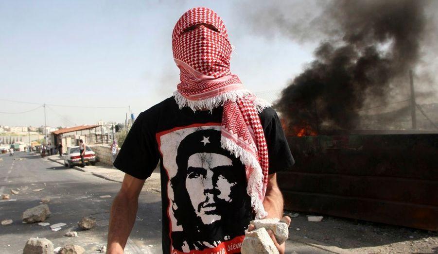 Lors de la prière hebdomadaire, les forces israéliennes ont bouclé la Cisjordanie et des brigades anti-émeute massées autour de la vieille ville de Jérusalem ont affrontés des manifestants palestiniens.