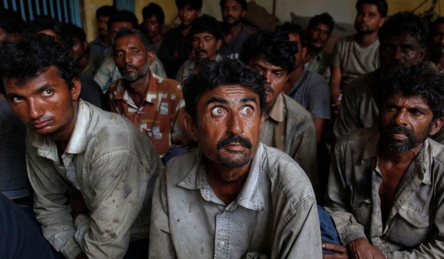 Les autorités maritimes pakistanaises ont arrêté 27 pécheurs indiens - ici en détention à Karachi - et saisi cinq bateaux, après leur incursion dans les eaux territoriales du pays.