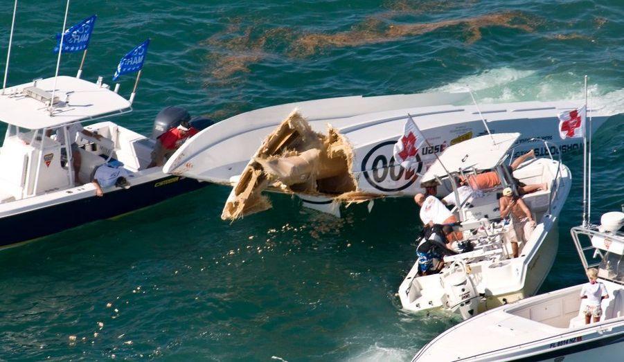 Des pilotes de bateaux offshore ont été secourus la première journée du Key West World Championship, en Floride.