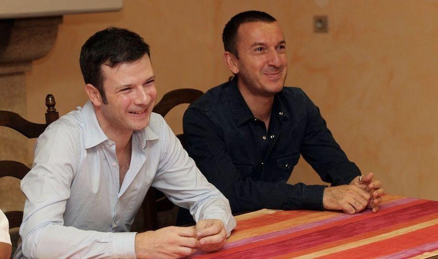"""Ce samedi, Patrick, 48 ans, et Guillaume, 37 ans, se sont dits """"oui"""" à la mairie de Cabestany, près de Perpignan. Leur mariage, considéré comme un """"acte de révolte"""" par le maire de la ville, ne sera toutefois pas légalement reconnu."""