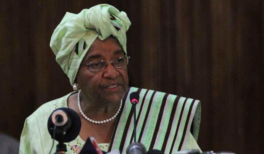 La présidente du Liberia et prix Nobel de la paix Ellen Johnson Sirleaf a été réélue pour un deuxième mandat au terme d'un second tour boycotté par son rival.