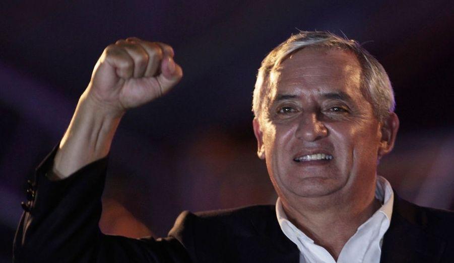 Le général en retraite Otto Perez, candidat de la droite, a été élu dimanche président du Guatemala. Il devient lepremier militaire à diriger le pays depuis le retour à la démocratie en 1986. Perez, 60 ans, a devancé avec 54,2% des voix son adversaire du second tour, le centriste Manuel Baldizon, un riche homme d'affaires.