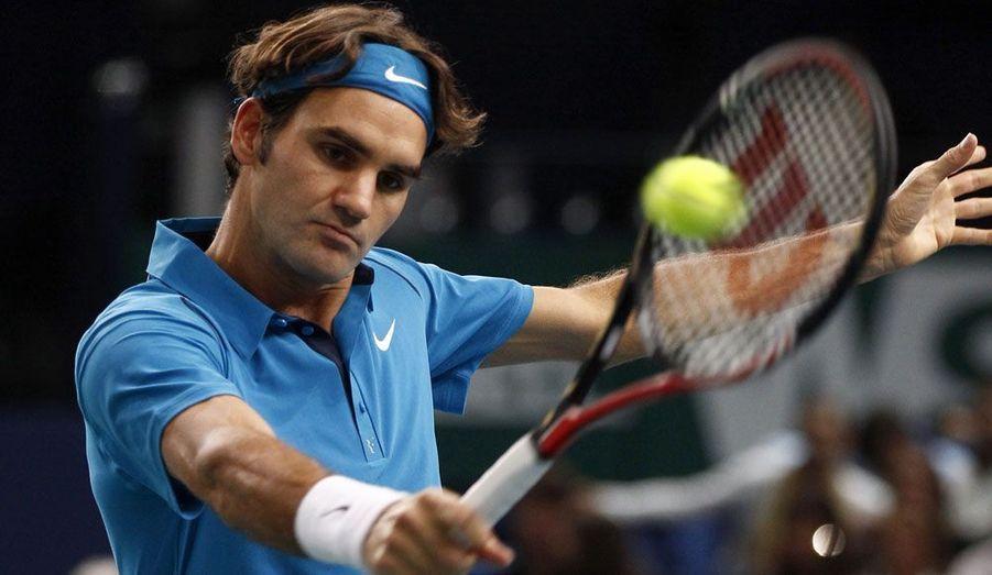 Roger Federer a facilement disposé d'Adrian Mannarino en deux sets et 55 minutes de jeu, mercredi lors du 2e tour du Masters 1 000 de Paris-Bercy (6-2, 6-3). Le n°4 mondial, qui n'a jamais gagné au Palais omnisports, commence donc son tournoi sans trembler et laisse les joueurs français encore en course au nombre de quatre: Jo-Wilfried Tsonga, Gael Monfils, Gilles Simon et Richard Gasquet, que Federer affrontera justement en 8e de finale.