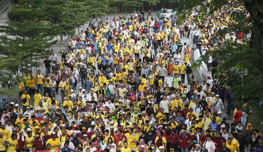 Des milliers de manifestants ont défilé samedi à Kuala Lampur, en Malaisie, pour réclamer des élections transparentes.
