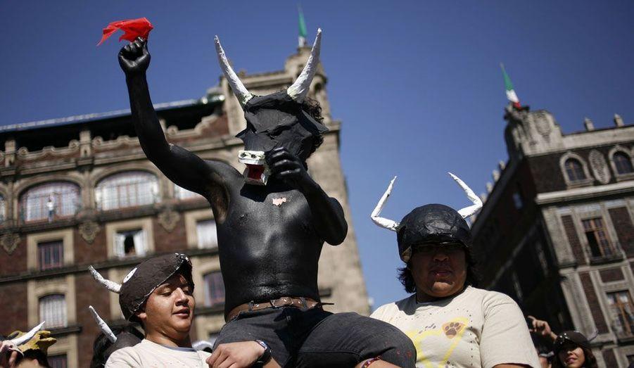 Des opposants à la corrida ont manifesté dimanche à Mexico, au Mexique.