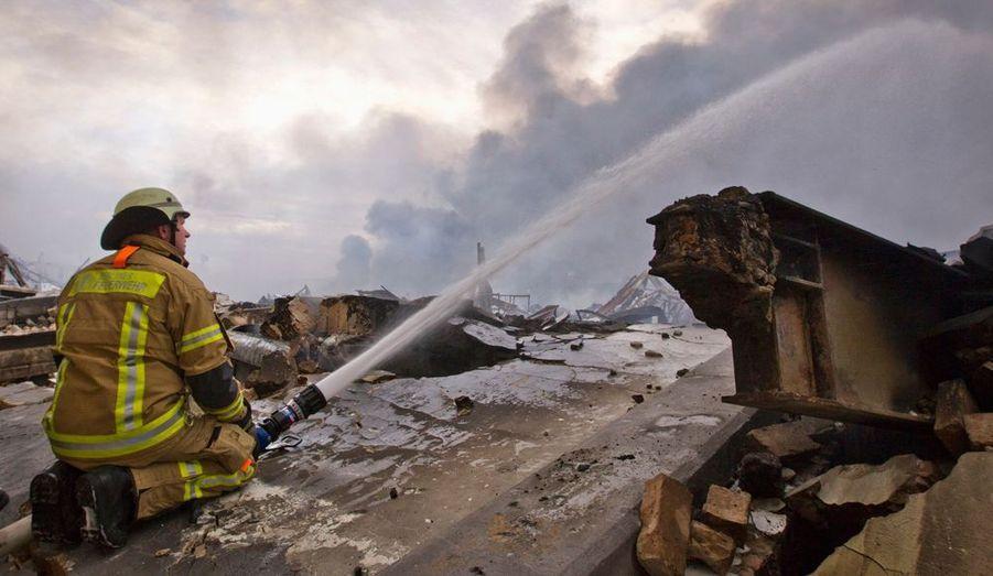 Un entrepôt de 24 000 mètres carré est parti en fumée, dans le district de Siemensstadt, dans la banlieue de Berlin. Malgré les efforts des pompiers, l'ensemble des marchandises qui s'y trouvait ont brûlé.