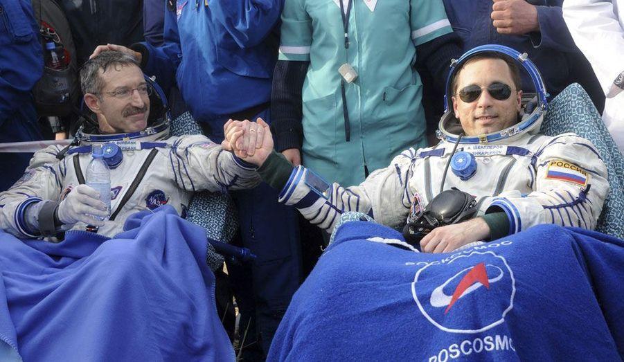 Les cosmonautes russes Anton Chklaperov et Anatoli Ivanichine, et l'astronaute américain Dan Burbank sont revenus sur terre aujourd'hui après pratiquement six mois à bord de la Station spatiale internationale. Les trois hommes ont atterri au Kazakhstan. Dès le 15 mai, un nouvel équipage prendra leur place.