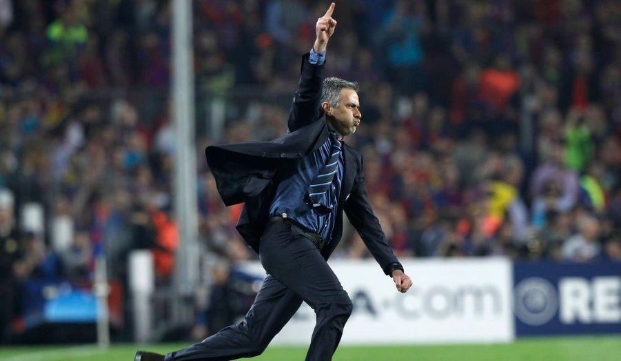 L'Inter a tenu bon. Forts de leur succès au match aller (3-1), et malgré l'expulsion de Motta en première période, les hommes de José Mourinho, triomphant comme jamais, ont résisté au siège du Barça en demi-finale retour de Ligue des champions mercredi soir. Le but de Piqué à la 84e minute, qui a offert un succès court mais inutile aux Catalans (1-0), n'empêchera pas l'Inter Milan de rejoindre le Bayern Munich en finale.