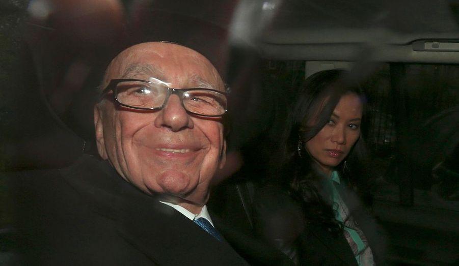 """Rupert Murdoch a assuré mercredi n'avoir jamais rien réclamé à un Premier ministre en Grande-Bretagne.""""Je n'ai jamais rien réclamé à un Premier ministre"""", a dit le patron de l'empire médiatique News Corp lors de son audition à Londres par une commission chargée de déterminer le degré d'influence de l'homme d'affaires sur la vie politique britannique. """"Je me réjouis de l'occasion qui m'est donnée car je souhaite tordre le cou à certains mythes"""", a-t-il ajouté à l'entame de cette audition."""