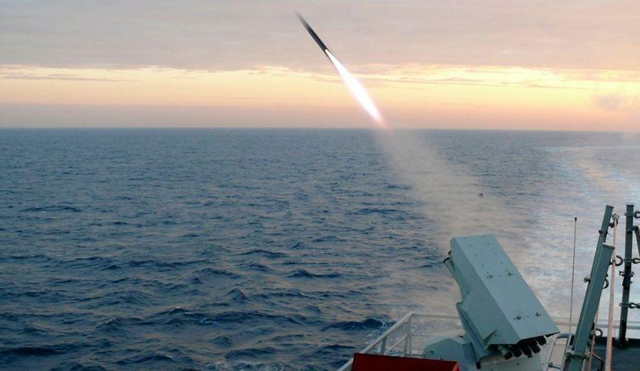 La marine sud-coréenne effectue des exercices de tirs, à l'est du pays.
