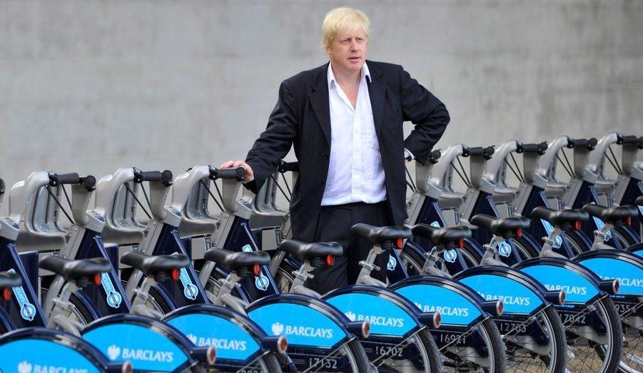 Vendredi matin, le maire de Londre Boris Johnson a inauguré une flottille de 6000 vélos, proposant tout un réseau de 400 bornes où sont disponibles des vélos en location, à l'instar de grandes villes comme Paris ou Montréal.