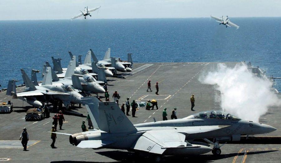 """Comme annoncé, l'armée américaine a entamé des exercices militaires en mer de Corée, dimanche, malgré les menaces nord-coréennes de déclarer une """"guerre sacrée""""."""
