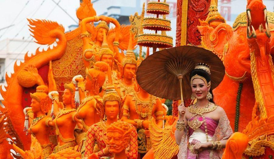 Le festival de cire a débuté à Suphan Buri, en Thaïlande. La manifestation marque le début du carême bouddhiste, qui dure trois mois.