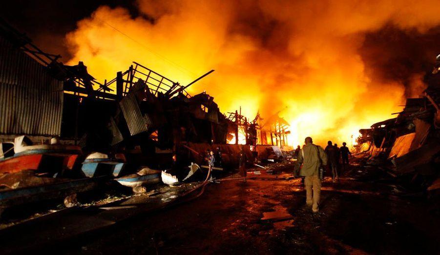 Une violente explosion s'est produite jeudi dans un entrepôt de poudre à canon à Rangoun, en Birmanie. Le bilan humain est terrible avec 17 morts et au moins 80 blessés, ont rapporté les autorités.