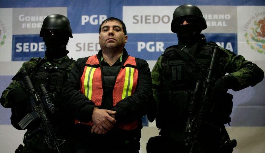 """Des soldats mexicains ont capturé Felipe Cabrera, un lieutenant du trafiquant de drogue le plus recherché du pays, Joaquin """"El Chapo"""" Guzman, baron du puissant cartel de Sinaloa. Le ministère de la Défense précise dans un communiqué que les soldats ont arrêté Cabrera, surnommé """"El Inge"""", à Culiacan, capitale de l'Etat de Sinaloa, en bordure de l'océan Pacifique dans le nord-ouest du Mexique. Cabrera est le deuxième proche collaborateur de Guzman à être capturé à Culiacan au cours des deux derniers mois. En octobre, l'armée avait capturé un troisième allié de Guzman dans cette même ville. Le mandat du président Felipe Calderon est dominé par la guerre livrée aux cartels de narcotrafiquants, qui a fait plus de 45000 morts en cinq ans, ce qui a entamé la cote de popularité du parti au pouvoir, le PAN (Parti d'action nationale). Les autorités ont capturé ou tué des dizaines de chefs de cartels, mais Guzman, le plus célèbre, leur échappe toujours."""
