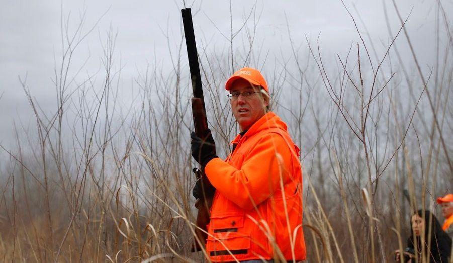 Rick Santorum, ancien sénateur de Pennsylvanie et candidat à la primaire républicaine, part à la chasse au faisan à Adel, dans l'Iowa, au lendemain de Noël.