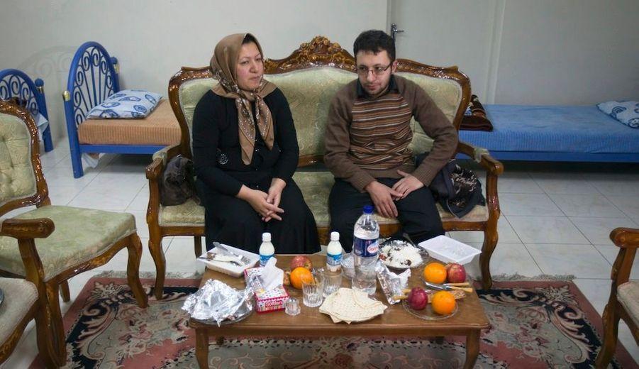 Samedi, Sakineh et son fils ont donné une conférence de presse dans laquelle elle annonce son intention de poursuivre en justice plusieurs personnes ayant défendu sa cause. Sajjad Ghaderzadeh, lui, reconnaît la culpabilité de sa mère tout en demandant la clémence. BHL dénonce une nouvelle mise en scène.