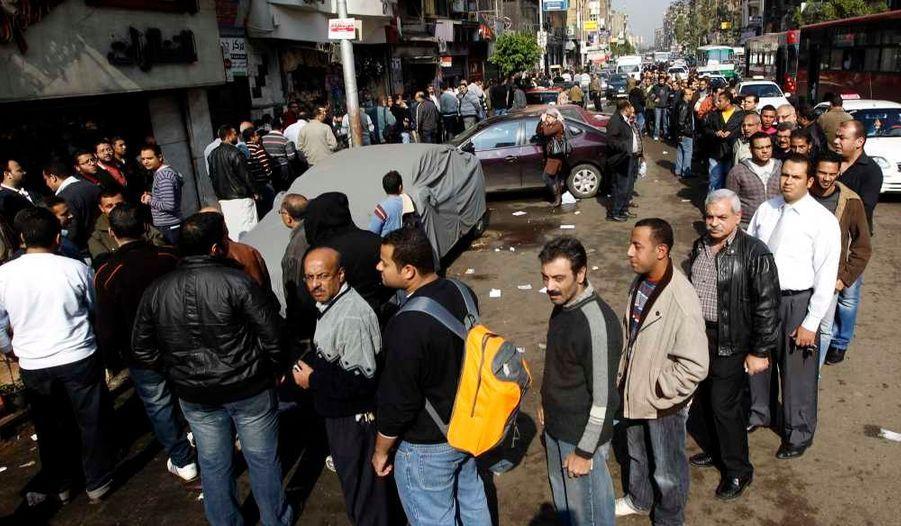 Dix-sept millions d'Egyptiens sont appelés aux urnes jusqu'à ce soir pour la première phase des premières élections législatives post-Moubarak, qui en comptera trois. La participation est annoncée «très élevée».