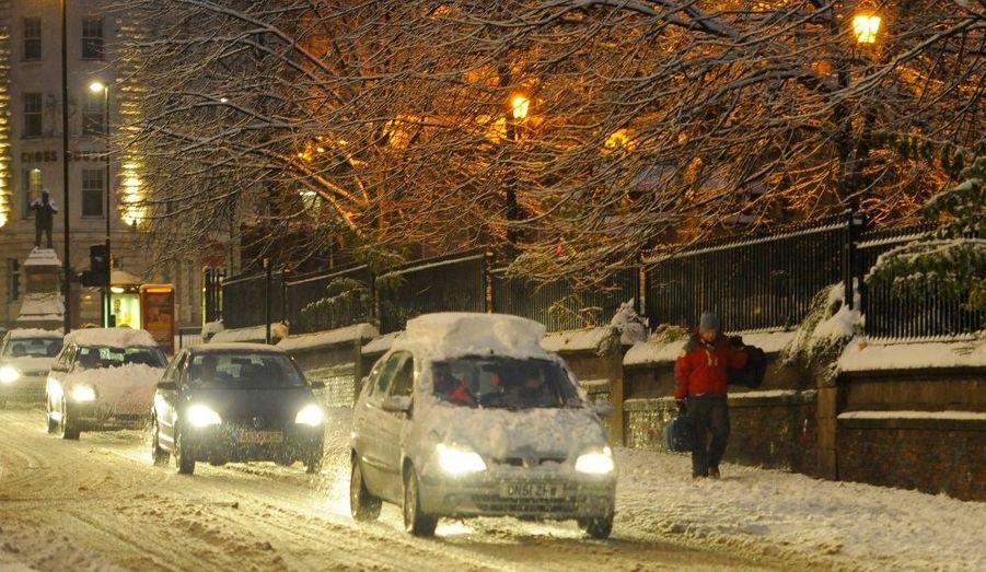 La ville de Newcastle, située au Nord-Est de l'Angleterre, sous la neige.