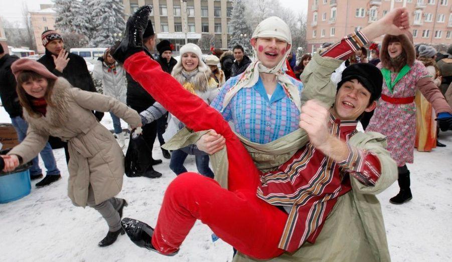 Des étudiants de l'université de Stavropol, en Russie, fêtent la Maslenitsa. Jusqu'à dimanche, la semaine sera dédiée à la fin de l'hiver, selon l'Eglise Orthodoxe russe.