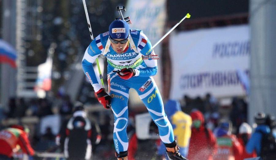 Martin Fourcarde a pris la deuxième place du sprint des championnats du monde de biathlon, samedi, à Khanty-Mansiysk. Le Français, auteur de deux fautes au tir couché, termine derrière l'Allemand Arnd Peiffer, qui remporte son premier titre mondial. Le Norvégien Trajei Boe complète le podium. De son côté, Simon Fourcade termine treizième, à moins d'une minute.