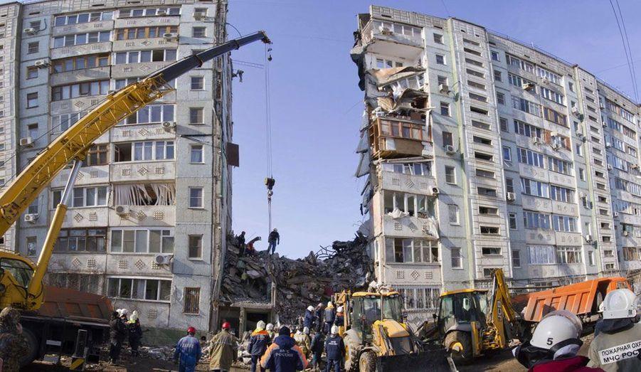Un immeuble de neuf étages s'est partiellement effondré à Astrakhan, une ville de l'Ouest de la Russie, après une explosion due à une fuite de gaz. Six personnes ont été tuées.