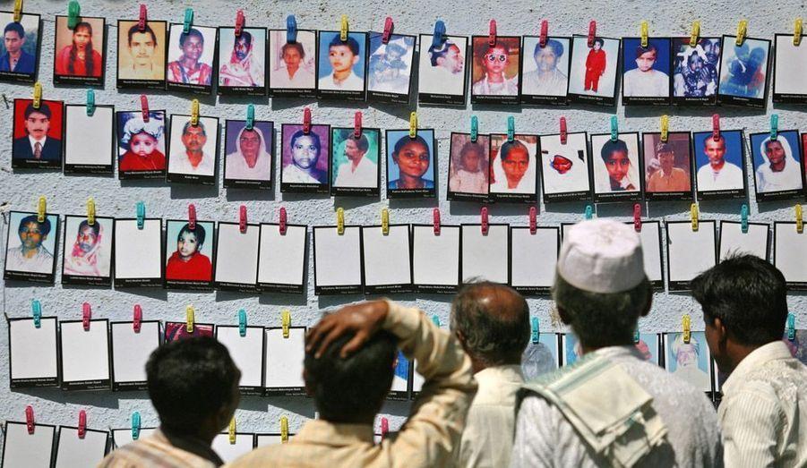 Les survivants des émeutes de Godhra, en Inde, commémore le 10e anniversaire de la mort de 2500 personnes, principalement musulmanes à Ahmedabad.