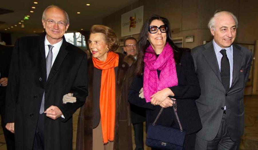 Le directeur général de L'Oréal, Jean-Paul Agon, l'héritière Liliane Bettencourt, sa fille Françoise Bettencourt Meyers, et son mari Jean-Pierre arrivent pour le prix L'Oréal-UNESCO pour les femmes et la science, à Paris. L'heureuse gagnante est le Professeur Anne L'Huillier, récompensée pour ses travaux sur le développement des caméras les plus rapides au monde.