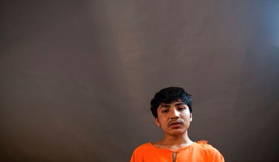 Akhtar Nawaz, 14 ans, est un ancien volontaire pour être l'auteur d'un attentat suicide. Le jeune Pakistanais s'est exprimé lors d'une conférence de presse à Kaboul, organisé par la Direction de la sécurité nationale afghane.