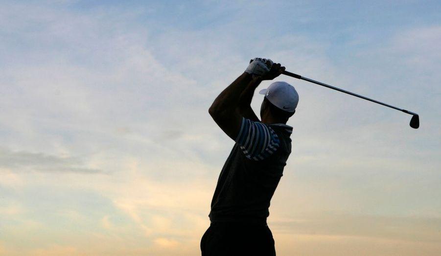 Le monde du golf aura les yeux rivés sur Tiger Woods, à partir de demain, quand s'ouvrira le tournoi mondial de match-play de golf près de Tucson (Arizona). L'Américain, absent des greens depuis une opération du genou gauche il y a 8 mois, s'est dit « prêt à rejouer » la semaine dernière. Le golfeur aux 14 titres, 33 ans, fera donc son retour à la compétition sur le terrain du Ritz-Carlton Golf Club à Marana, dans un tournoi qui se dispute sous la forme de duels avec élimination directe.