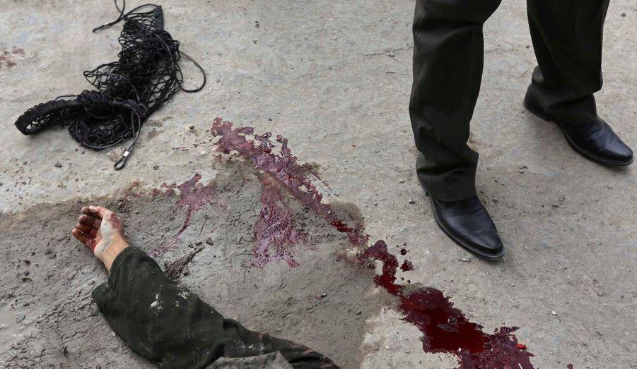 Les forces de sécurité afghanes ont tué un kamikaze dimanche matin, déjouant ainsi une tentative d'attentat à la bombe dans la zone de Shirpoor, un quartier diplomatique de la capitale Kaboul.